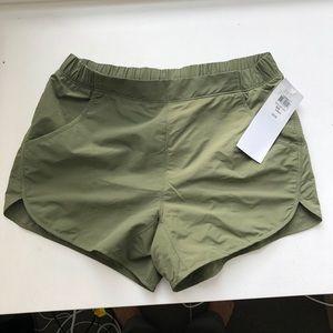 Mountain Hardwear Stylish Athletic Shorts in Olive
